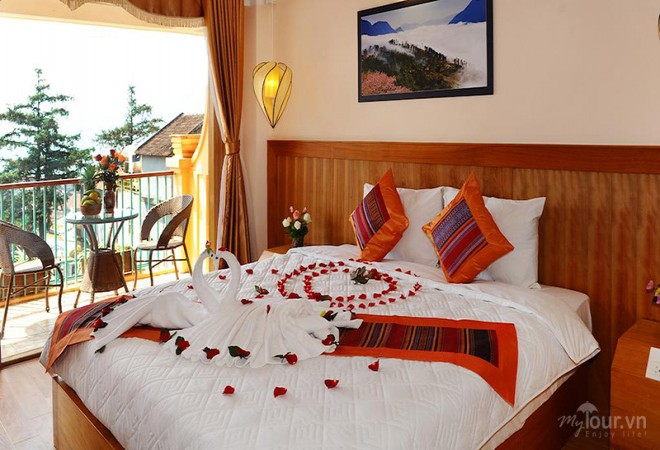Deluxe Room with balcony and sky view